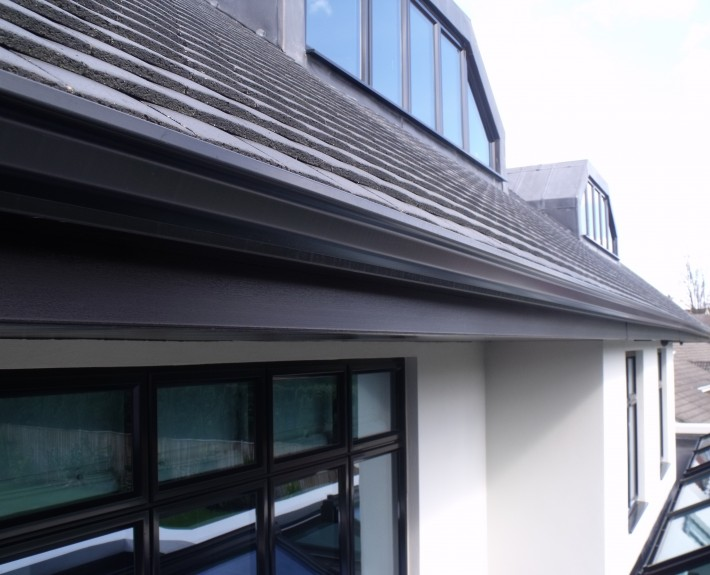 Close-up of Seamless Aluminium Gutter