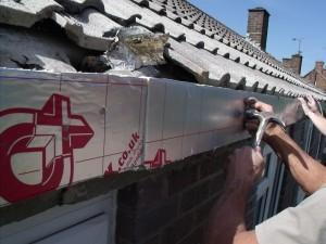 Installation of 25mm insulation.